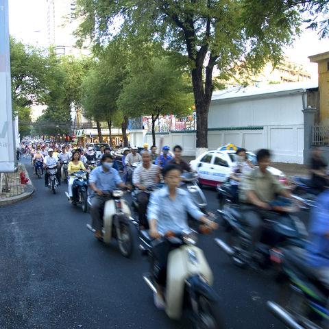 Belebte Straße in Saigon, Vietnam