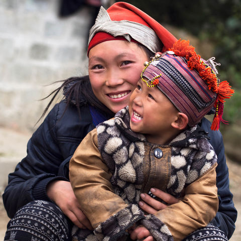 Rote Dao Frau mit Kind, Vietnam