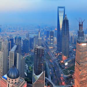 Shanghai im Sonnenuntergang © Songquan Deng, Dreamstime.com