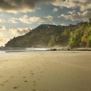 Fußabdrücke im Sand © Mtilghma, Dreamstime.com