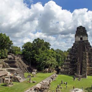 Alte Mayaruinen in Tikal © Vladimir Korostyshevskiy, Dreamstime.com