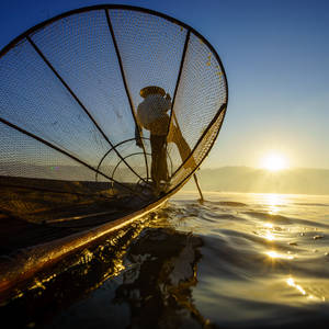 Fischer auf dem Inle-See bei Sonnenaufgang © Noppakun, Dreamstime.com