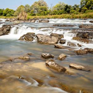 Popa-Wasserfälle im Norden © Artushfoto, Dreamstime.com