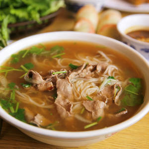 Traditionelle Pho Suppe © Briancweed, Dreamstime.com